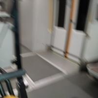 """Entrada/salida del """"tren-topo""""."""