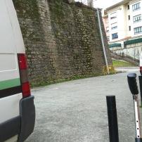 """Camino de la estación del """"topo"""" al mini-bus en Arragua."""