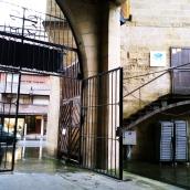Verja de la iglesia y la calle Elizabidea
